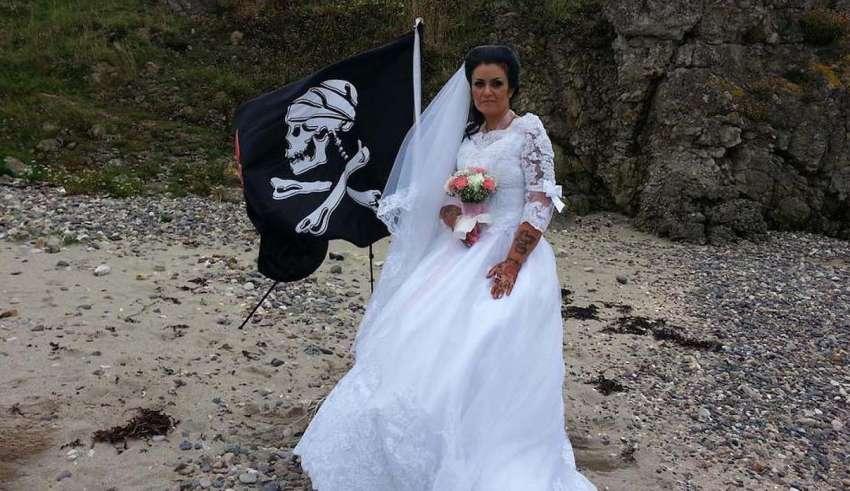 espiritu pirata muerto 850x491 - Mujer irlandesa se casa con el espíritu de un pirata muerto del siglo XVIII