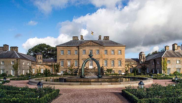 camilla parker mansion escocesa - Camilla Parker Bowles asegura haber tenido un encuentro con un fantasma en una mansión escocesa