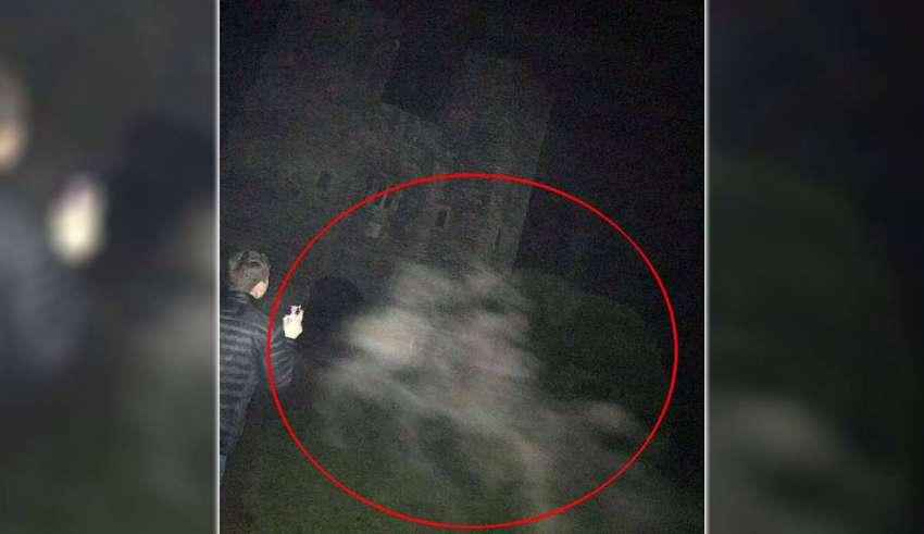 fantasmas caballos 850x491 - Fotografían los fantasmas de dos caballos en uno de los castillos más embrujados de Inglaterra