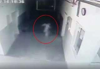 fantasma comisaria policia 320x220 - Cámara de seguridad capta un fantasma vagando en el interior de una comisaría de policía de Serbia