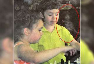 fantasma nino libro texto 320x220 - Descubren la imagen del fantasma de un niño en un libro de texto escolar