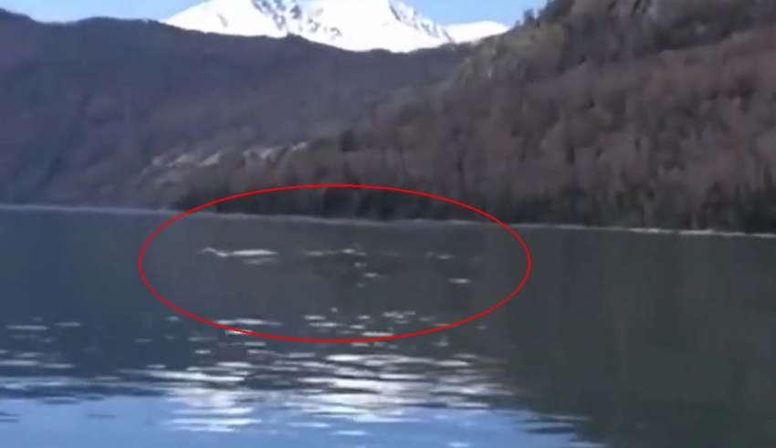 monstruo lago kanas 850x491 - Turistas graban el legendario monstruo del lago Kanas en China