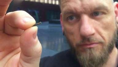 suecos microchips 384x220 - La Marca de la Bestia: Miles de suecos se implantan microchips bajo la piel