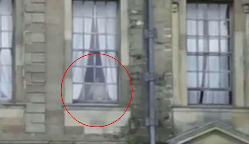 fantasma nina gitana 850x491 - Espeluznante imagen muestra el fantasma de una niña gitana que fue abusada sexualmente en un antiguo monasterio