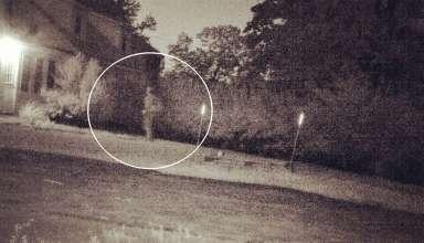 fantasma soldado 384x220 - Una cámara capta el momento en que el fantasma de un soldado regresa a su antigua casa