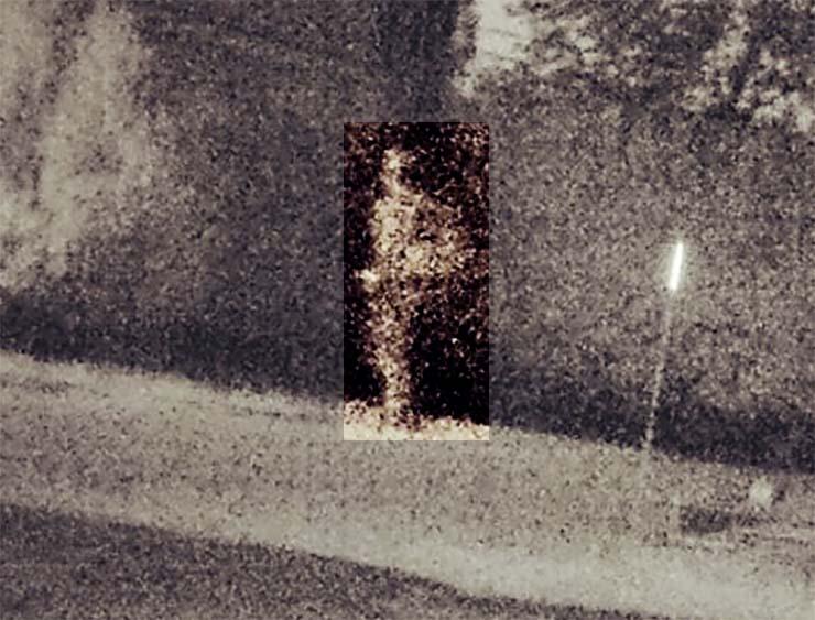 fantasma soldado regresa casa - Una cámara capta el momento en que el fantasma de un soldado regresa a su antigua casa