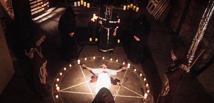 viernes 13 super luna rituales satanicos - Viernes 13 y una Súper Luna en el mismo día: supersticiones, rituales satánicos y el comienzo del fin de los tiempos