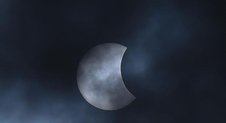 viernes 13 super luna supersticiones - Viernes 13 y una Súper Luna en el mismo día: supersticiones, rituales satánicos y el comienzo del fin de los tiempos