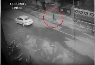 fantasma filipinas 320x220 - Cámara de seguridad capta un fantasma cruzando una calle en Filipinas