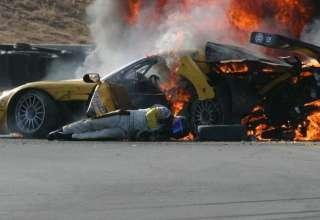 piloto nascar 320x220 - El pilotomás popular de NASCAR reconoce que un fantasma salvó su vida después de sufrir un accidente en una carrera