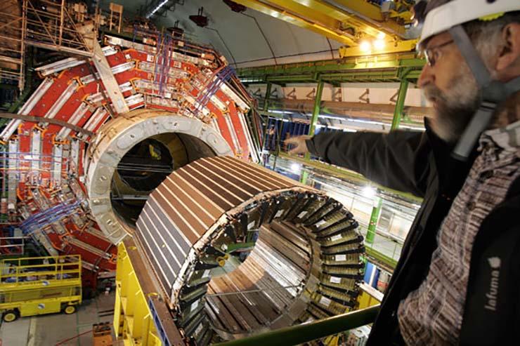 aceleradores particulas tierra - El distinguido astrofísico Martin Rees advierte que los aceleradores de partículas podrían reducir la Tierra a 100 metros de ancho