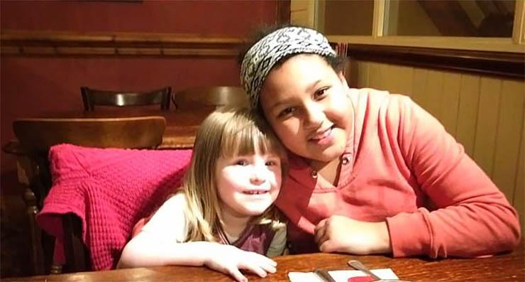 doppelganger de su hija - Una madre descubre el Doppelgänger de su hija en una foto tomada 3 años antes de su nacimiento