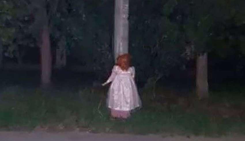 ciudad rusa munecas vudu 850x491 - Pánico en una ciudad rusa por la misteriosa aparición de docenas de muñecas vudú con agujas y sin ojos