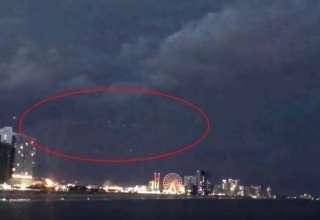 enorme ovni carolina sur 320x220 - Graban un enorme OVNI en una playa de Carolina del Sur durante una tormenta eléctrica