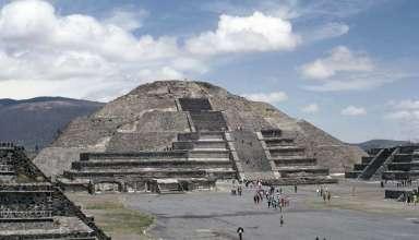 extraterrestres piramide luna 384x220 - Arqueólogos descubren restos extraterrestres en una cámara secreta bajo la Pirámide de la Luna en México