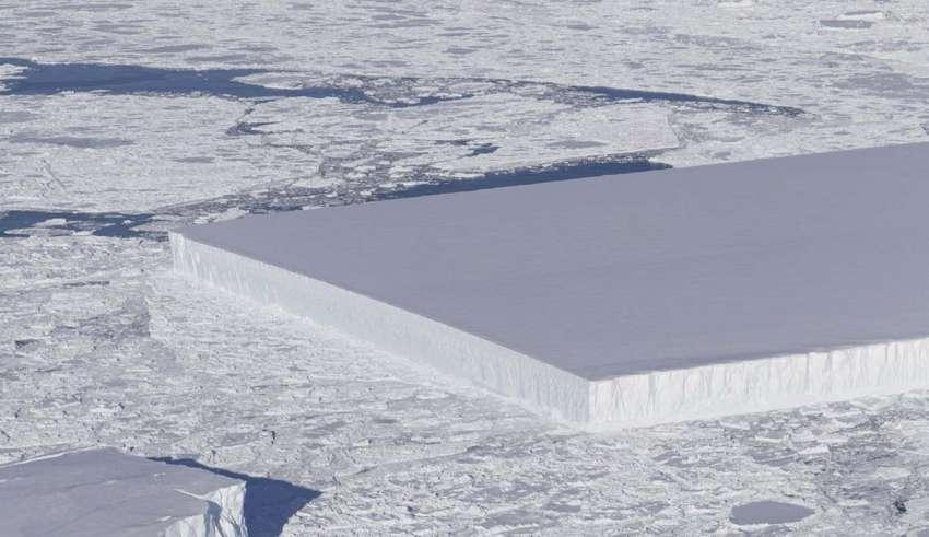 nasa iceberg perfectamente rectangular 850x491 - La NASA publica la imagen de un misterioso iceberg perfectamente rectangular