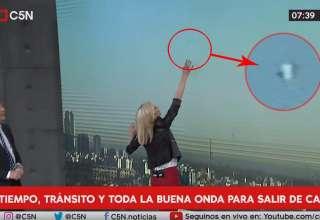 ovni programa informativo argentino 320x220 - Presentadores se quedan atónitos al ver un OVNI a gran velocidad durante un programa informativo argentino