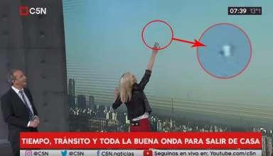 ovni programa informativo argentino 384x220 - Presentadores se quedan atónitos al ver un OVNI a gran velocidad durante un programa informativo argentino