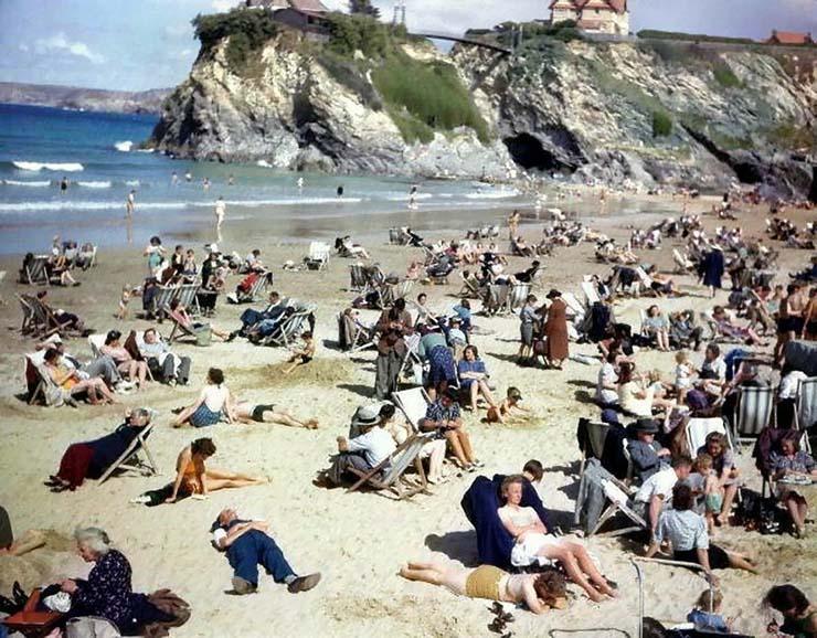 viajero tiempo anos 40 - Descubren un viajero del tiempo con un teléfono móvil en una foto de los años 40