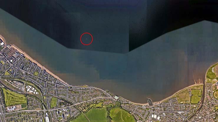 avion sumergido mar escocia - Descubren en Google Earth un misterioso avión sumergido bajo el mar cerca de la costa de Escocia