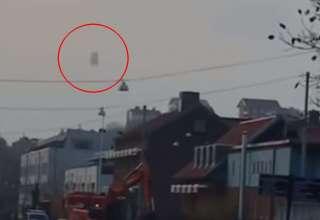 ovni suecia 320x220 - Graban un misterioso OVNI moviéndose y cambiando de forma en el cielo sobre Suecia