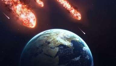 tres gigantescos asteroides 384x220 - La NASA alerta que ni uno, ni dos, sino TRES gigantescos asteroides podrían impactar contra la Tierra mañana