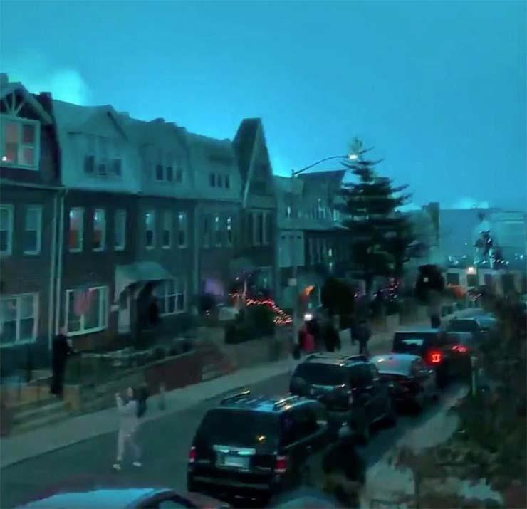 misteriosa luz azul ilumina nueva york - Una misteriosa luz azul ilumina la ciudad de Nueva York durante la noche