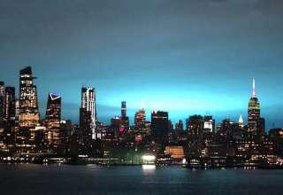 misteriosa luz azul nueva york 320x220 - Una misteriosa luz azul ilumina la ciudad de Nueva York durante la noche