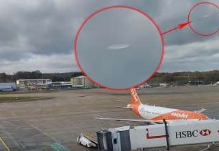 ovnis aeropuerto gatwick 1 320x220 - CONFIRMADO: Ovnis provocaron el cierre del aeropuerto de Gatwick y hay un video que lo demuestra