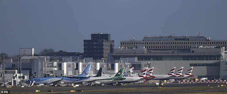 ovnis aeropuerto gatwick - Experto en drones asegura que varios ovnis han provocado el cierre del aeropuerto de Gatwick
