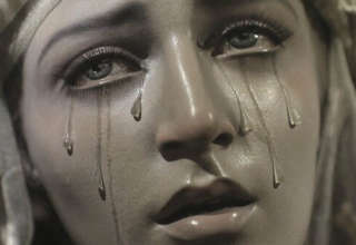 virgen maria lagrimas sangre 320x220 - Una estatua de la Virgen María vuelve a llorar lágrimas de sangre en Argentina, y ya van 38 veces