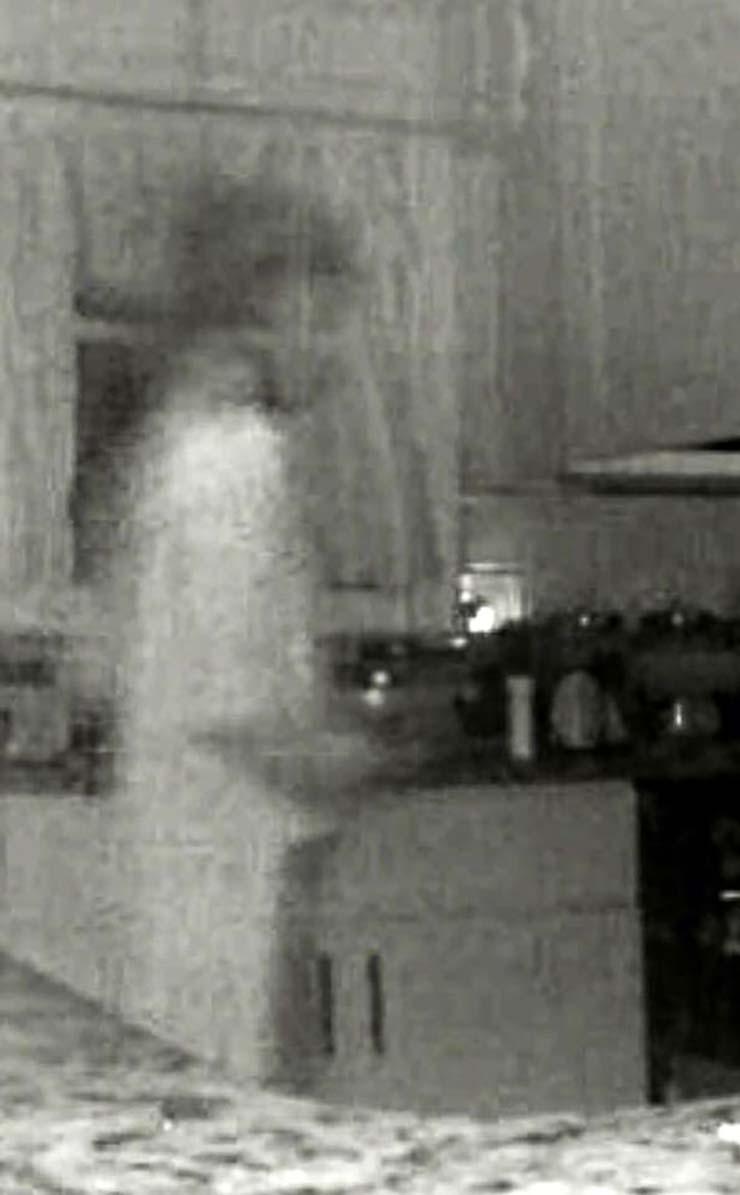 fantasma hijo casa - Una mujer ve el fantasma de su hijo fallecido a través de la cámara de seguridad de su casa