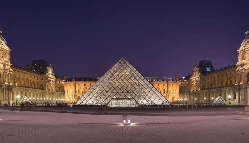 "piramide louvre illuminati 850x491 - La pirámide de Louvre, ""centro de poder"" Illuminati"