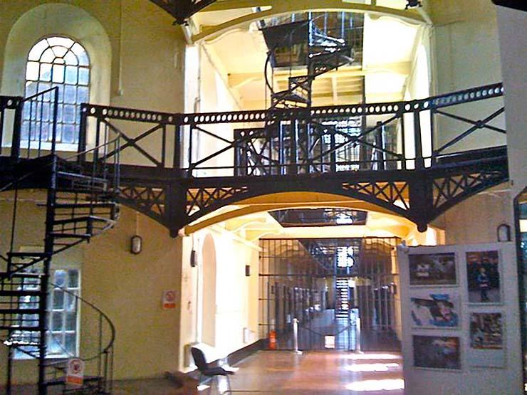 fantasma vigilante carcel - Una mujer fotografía el fantasma de un vigilante en una antigua cárcel irlandesa