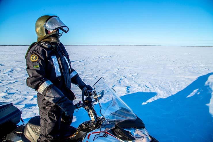 """isla fantasma lago finlandia - Aparece una """"isla fantasma"""" en un lago congelado de Finlandia"""