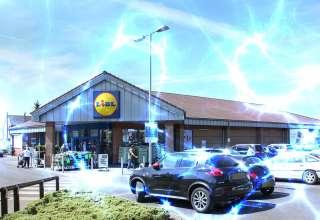extrano fenomeno supermercado inglaterra 320x220 - Un extraño fenómeno deja sin funcionar los vehículos de los clientes de un supermercado en Inglaterra