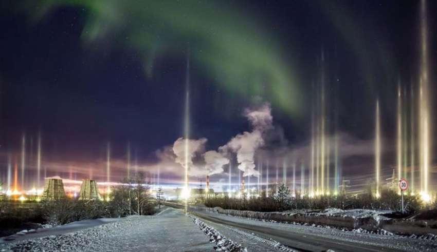 misteriosos pilares luz ciudad rusa 850x491 - Un fotógrafo graba misteriosos pilares de luz sobre una ciudad rusa