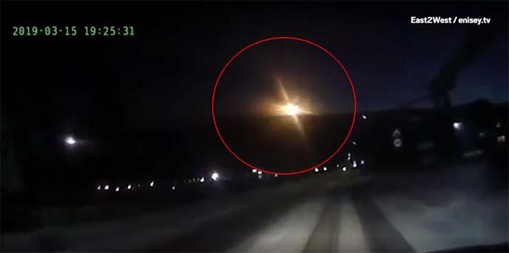 ovni estrellandose en rusia - Decenas de personas ven un OVNI estrellándose en Rusia, cerca de Tunguska