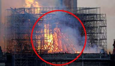 aparicion jesus notre dame 384x220 - Una imagen muestra la aparición de Jesús durante el incendio de Notre Dame
