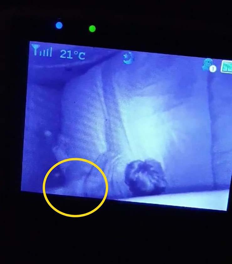 fantasma de la bisabuela - Una madre graba el fantasma de la bisabuela protegiendo a su hijo mientras duerme