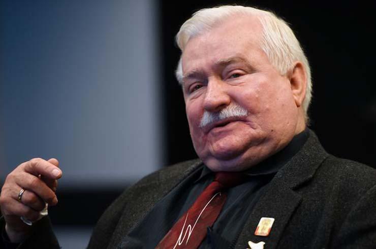 inminente invasion extraterrestre - El ex presidente de Polonia advierte de una inminente invasión extraterrestre