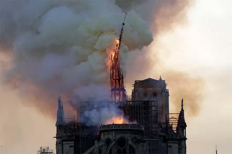 profecias gran incendio notre dame - Se cumplen TODAS las profecías: Un gran incendio destruye la catedral de Notre Dame