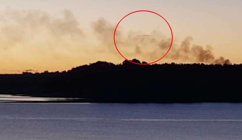 ovni australia 850x491 - Una mujer graba un sorprendente OVNI sobre un lago de Australia