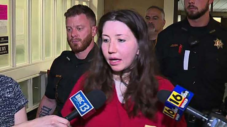 condenan reptiliana - Condenan a una 'reptiliana' a 40 años de cárcel por la muerte de su novio en Estados Unidos