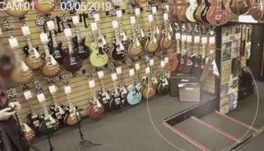 fantasma tienda guitarras 384x220 - Cámaras de seguridad graban un fantasma en una tienda de guitarras
