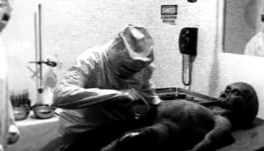 autopsia extraterrestre real 384x220 - Científico de la CIA reconoce que el video de la autopsia a un extraterrestre de 1947 es real