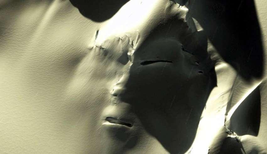 cara extraterrestre antartida 850x491 - Descubren una gigantesca cara extraterrestre en la Antártida