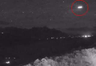 extrano objeto lluvia meteoros 320x220 - Astrónomos desconcertados por la presencia de un extraño objeto volador durante la lluvia de meteoros de las Perseidas
