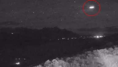 extrano objeto lluvia meteoros 384x220 - Astrónomos desconcertados por la presencia de un extraño objeto volador durante la lluvia de meteoros de las Perseidas