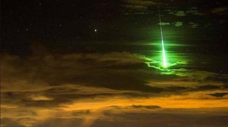 extrano objeto muy luminoso cielo - Pánico en Cataluña por la presencia de un extraño objeto muy luminoso en el cielo